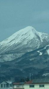 まだ雪が残る会津磐梯山
