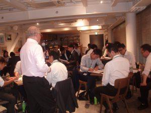 グループディスカッションは社長・幹部も参加して活発な交流の機会に