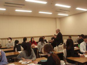 講師・斉子も率先して受講生の輪の中へ