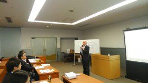 「視点を変えると真実が見える」斉子の熱い講義で研修がスタート